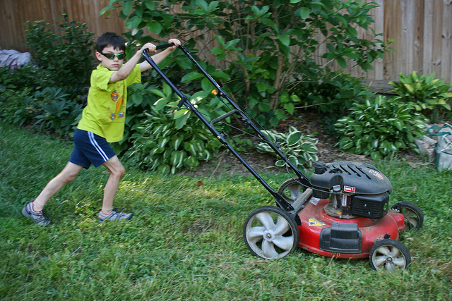 kids-chores-cutting-grass